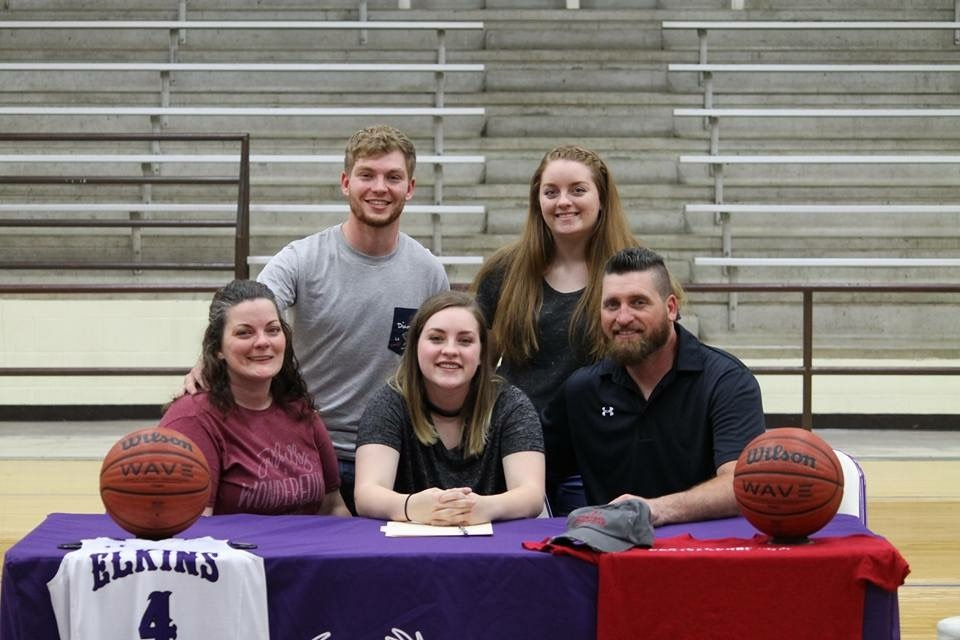 Tink Harris signed a letter of intent to join the Central Christian College of the Bible Saints for the 2018-19 school year.